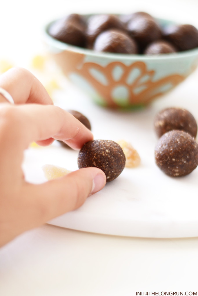 Healthy Gingerbread Energy Balls // Just one bite of these gingerbread balls and you're tastebuds will be overwhelmed with festive flavor... but I promise you'll want more than one bite.