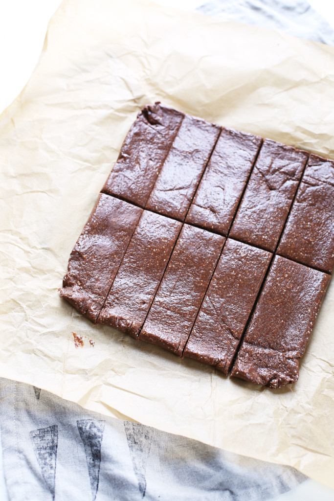 Chocolate Peanut Butter Protein Bars (vegan & gluten-free)