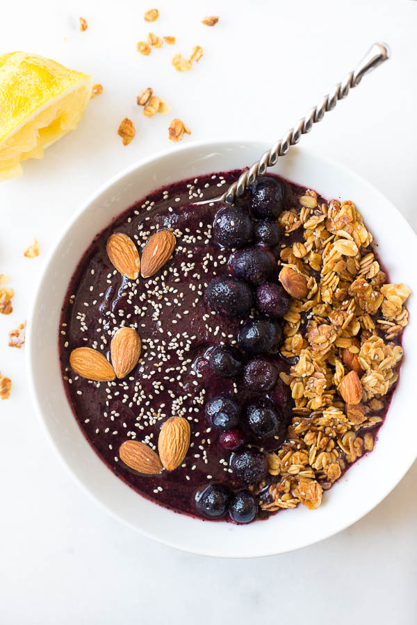 Lemon Blueberry Smoothie Bowl [Guest Post with Fooduzzi]
