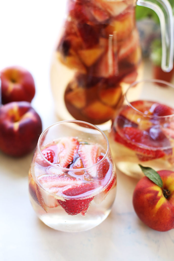 Strawberry Peach White Wine Sangria | In it for the Long Run